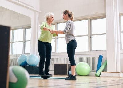 senior woman working with therapist to improve balance after brain injury