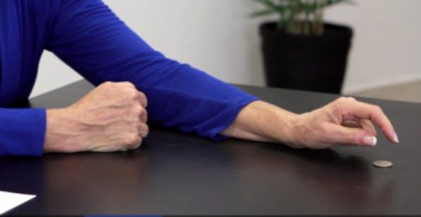 posición final difícil del ejercicio de la mano hemipléjica