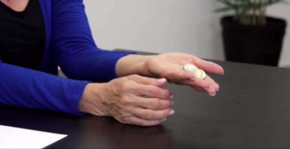 posición inicial difícil del ejercicio de la mano hemipléjica