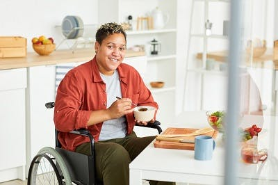 factors that affect spinal cord injury recovery outlook