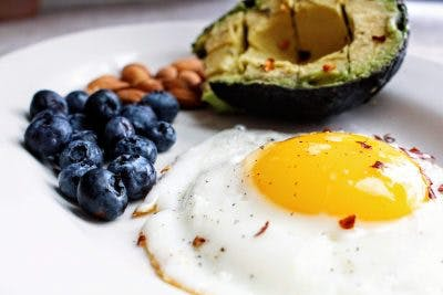 eggs and avocados are some great foods you can eat while on a ketogenic diet for brain injury