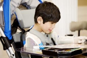 does cerebral palsy affect intelligence? child reading in power wheelchair