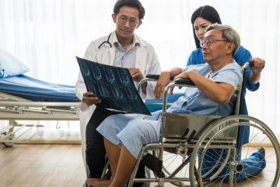 doctor explaining complete vs incomplete spinal cord injury differences to patient