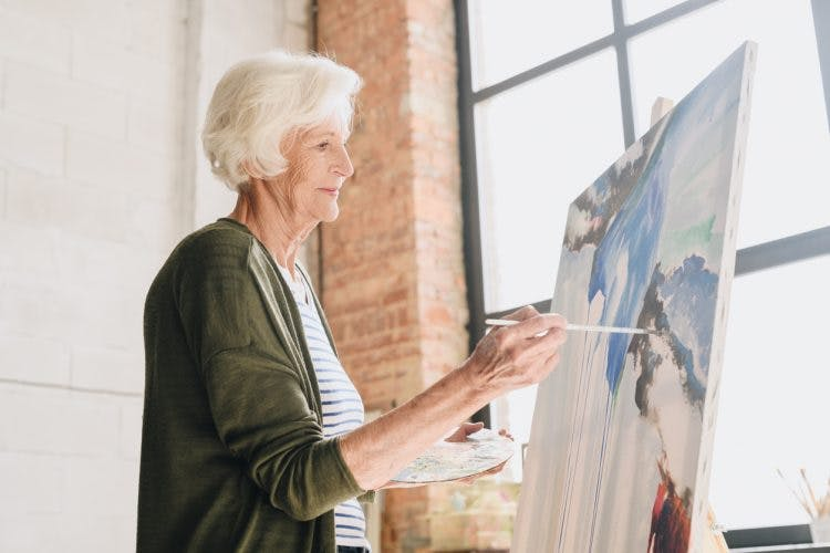 woman participating in art therapy for brain injury patients
