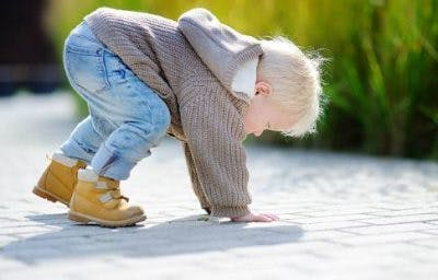 signs of cp in toddlers include abnormal gait and poor balance