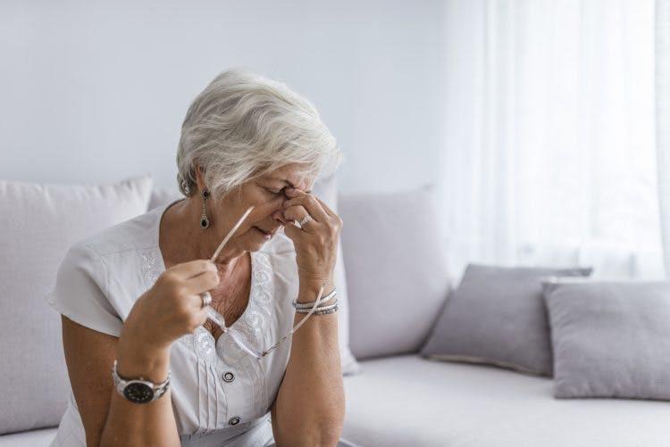 Mujer estresada en riesgo de derrame cerebral