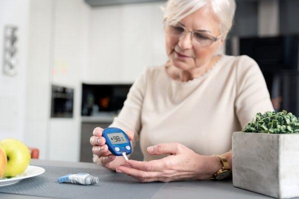 woman managing diabetes and brain injury