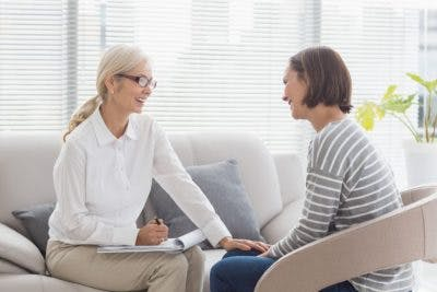 patient talking to psychologist to address the root of her weight gain after brain injury