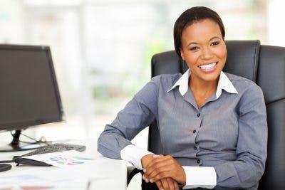 lächelnde Arbeit professionell