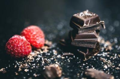 dunkle Schokolade ist ein ausgezeichnetes Lebensmittel, um Schlaganfall zu verhindern