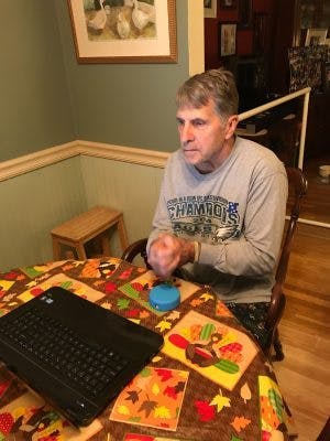 hemiplegia patient using FitMi home therapy device to recover at home
