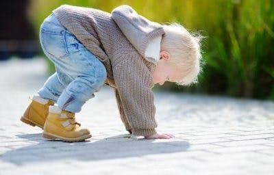 toddler with poor balance due to extrapyramidal cerebral palsy