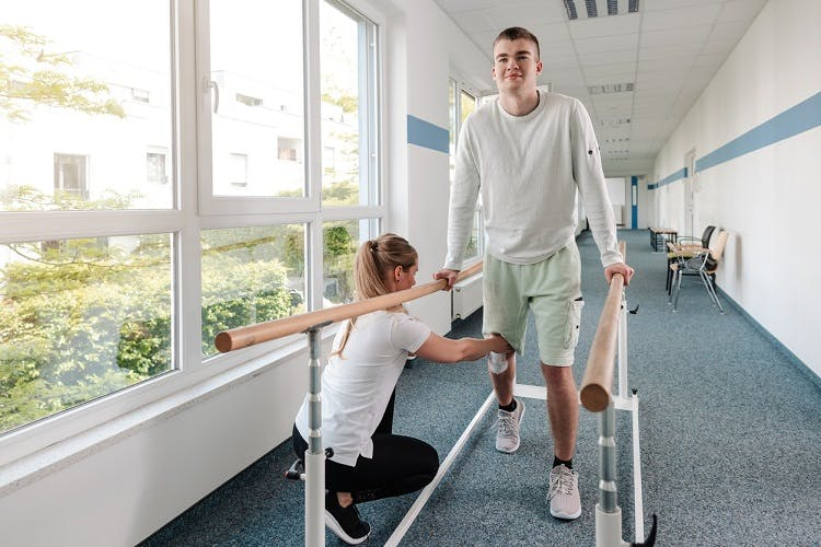 physical therapy to prevent muscle atrophy after spinal cord injury