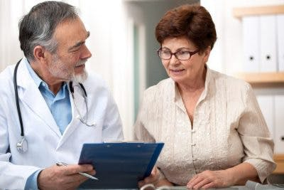 doctor discussing anomic aphasia diagnosis with patient