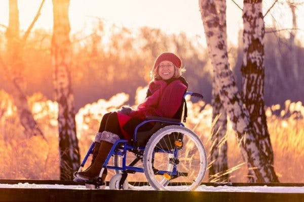 woman with spinal cord injury and body temperature regulation difficulties