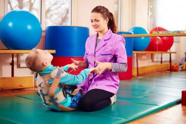 child with cerebral palsy wearing orthotics to improve form