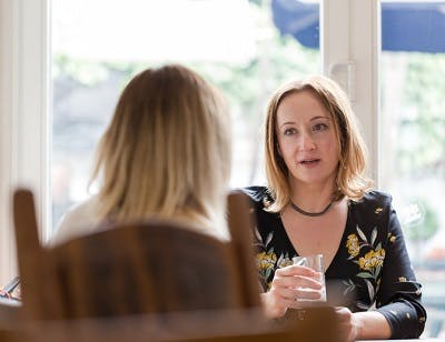 woman trying to understand what her friend with aphasia after consussion is saying