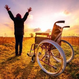 man celebrating spinal cord injury recovery through neuroplasticity